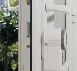 Geöffnete haustür  Zugangssteuerung - smarthome365